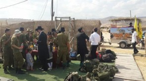 Sukkos Celebrations With the Soldiers in Maaleh Adumim