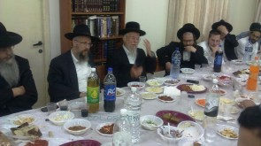 Rabbi Deitsch Holds Farbrengen in Petach Tikvah