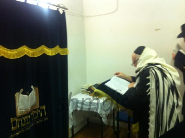 PHOTOS: London, UK - Slichos @ Heichal Menachem