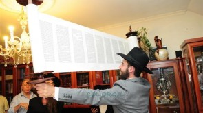 Shul Celebrates Hachnosas Sefer Torah in Ramat Hasharon