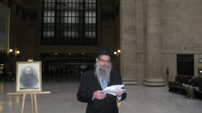 Shluchim, Anash & Bochurim make a scene in Great Hall of the Union Station