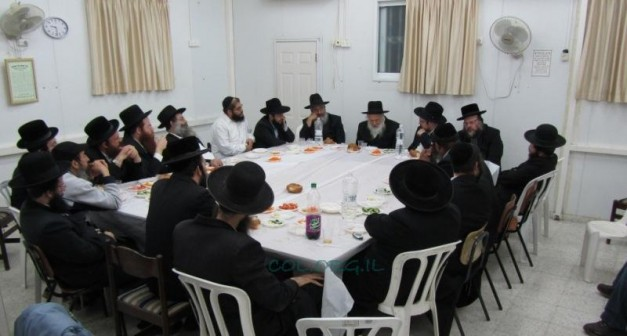 Rabbi Yuroslavsky Holds Farbrengen in Kiryat Gat