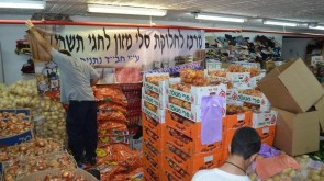 Chabad of Netanya Distributes Hundreds of Food Parcels to Needy Families
