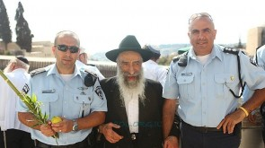 Arba Minim For the Kotel Police