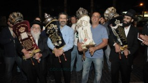 Sefer Torah Brought into Eilat Chabad House