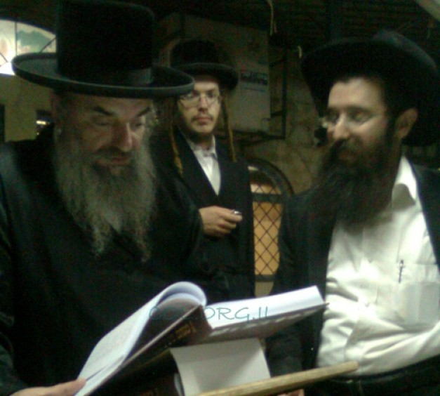 A Gift of Chabad Seforim for Rebbe of Lelov