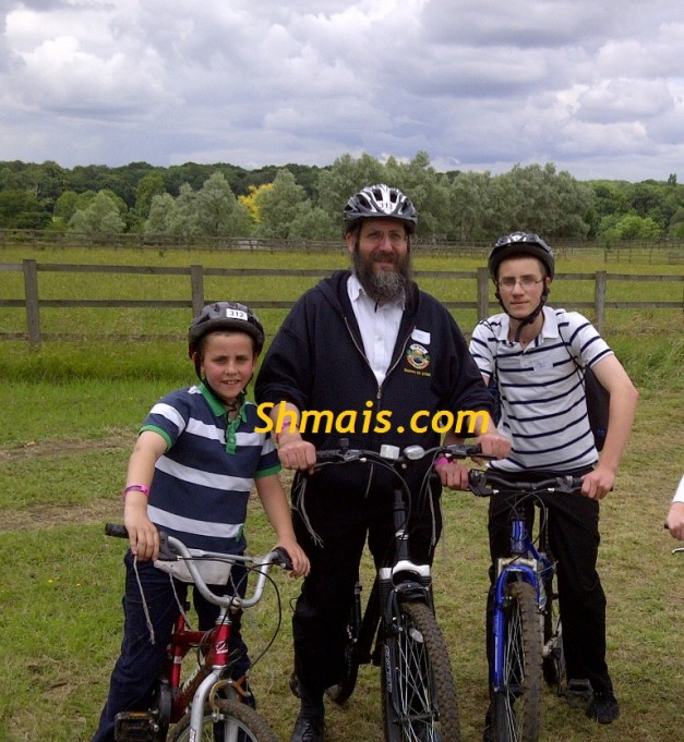 Rabbi joins cycle challenge