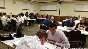In Skokie, Digging Deep Into Torah at the Brink of the Day